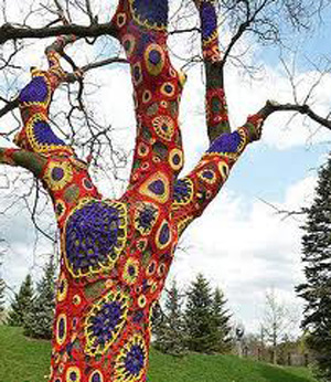 yarn_bomb_crochet_tree