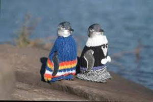 yarn_bomb_penquins_in_sweaters