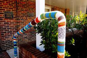 yarn_bomb_stair_rail