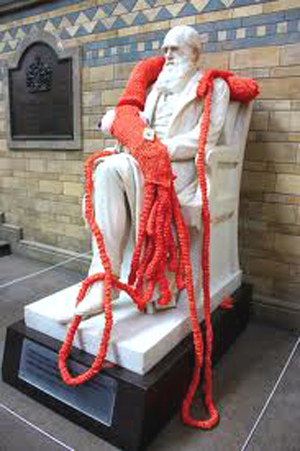 yarn_bomb_white statue_with_scarf